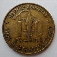 """Западная Африка 10 франков 1959 """"Языческий тотем и газель песчаная"""""""