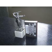Металлическая статуэтка.