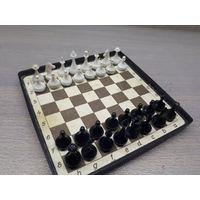 Шахматы дорожные, на магнитах.