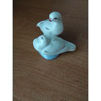 Фарфоровая статуэтка Голуби