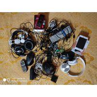 Наушники, провода, телефоны на запчасти.