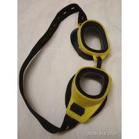 Очки для подводного плавания.