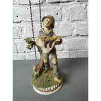 Статуэтка мальчик фруктами фарфоровая статуэтка дары урожая Capodimonte Италия Бисквит Роспись