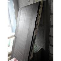 Деревянная входная дверь из новостройки (новая)