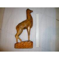 Старая деревянная статуэтка оленя, нет рогов