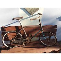 Старый ржавый детский велосипед Ветерок 70г.