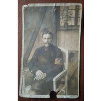 Фото мужчины в кителе. 9х13.5 см