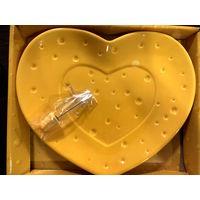 """Оригинальный подарок на год Крысы! Блюдо для сыра со шпажкой """"Сырное сердце""""!"""