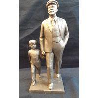Скульптура В.И.Ленин с мальчиком27 см. Редкая.