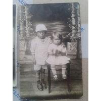2 фото. Мальчик и девочка с игрушкой,одна и та же Полесская семья.Довоенное Полесье.