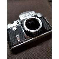 Фотоаппарат Зенит 3м без объектива.