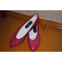 Туфли женские, фирменные, модель балетки, натуральная кожа, новые, размер 38-!