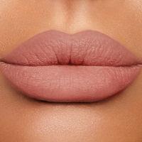 Charlotte Tilbury Lip Cheat карандаш для губ в оттенке pillow talk