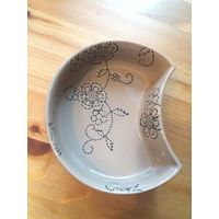 Интересная сервировочная пиала, 13,5  на 4 см. Керамика, Нидерланды.