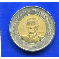 Доминиканская Республика 10 песо 2005 , биметалл