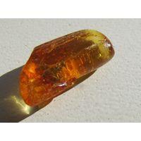 Природный камень янтарь с инклюзом. С 1 рубля!