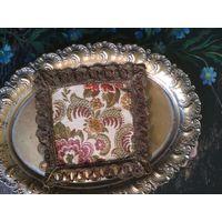 Старинная декоративная салфетка коврик шитьё металлическая нить гобелен 14 на 14 см.