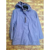 Красивая куртка на девочку 140 роста, лилового цвета. Осень. Отстегивается капюшон. Куртка новая, но есть дефект на фото.Длина 66 см, Рукав 45см, ПОгруди 50 см. Обмен не интересует.