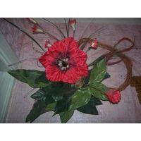 Красивая композиция из искусственного мака, объемная и красивая. На соломенном сердце искусственные цветы. Отличное качество. Обмен не интересует
